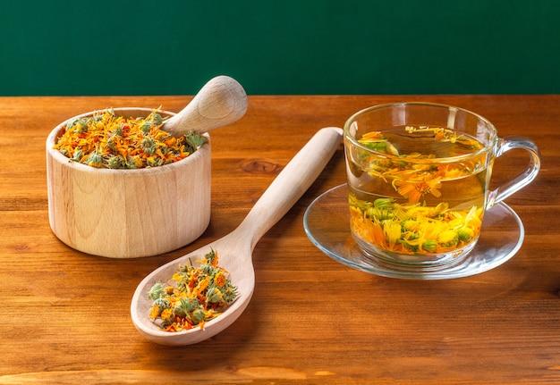 Chá de flores secas de calêndula para muitas doenças, benefícios e preparação.