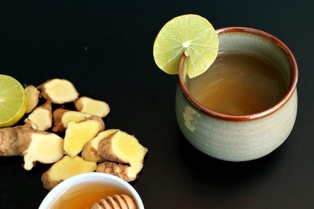 Chá de gengibre com limão mel