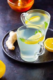Chá de gengibre com limão no escuro