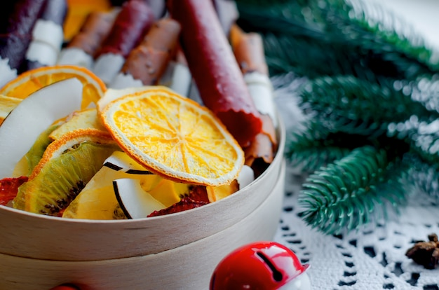 Chá de inverno aquecimento, frutas secas no dia de natal