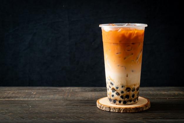 Chá de leite tailandês com açúcar mascavo