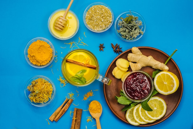 Chá de limão e ervas para tratamento de medicina alternativa e sistema imunológico