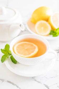 Chá de limão quente
