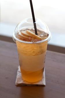 Chá de maçã gelada para bebida de verão