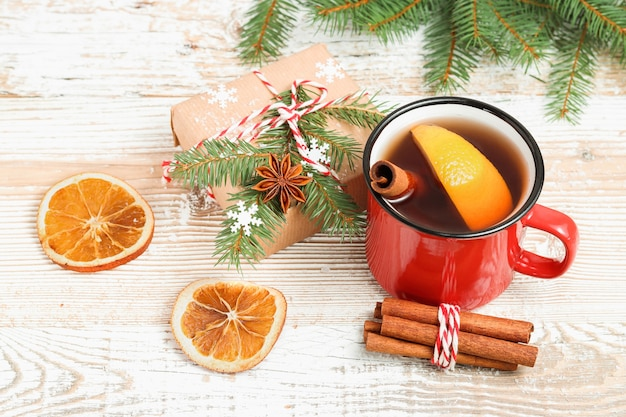 Chá de natal com especiarias e caixa de presente