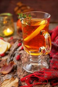 Chá de outono com gengibre e limão