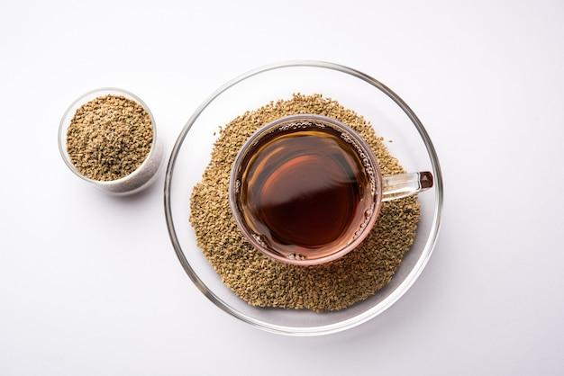 Chá de sementes de ajwain chai ou carambola, também conhecido como extrato de trachyspermum ammi, que é bom para a saúde, a pele e para a perda de peso