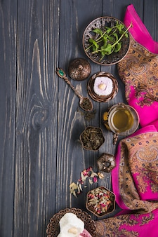 Chá de vidro com delícias turcas e ervas