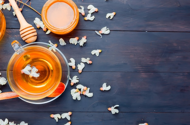 Chá e flores medicinais da acácia da cura