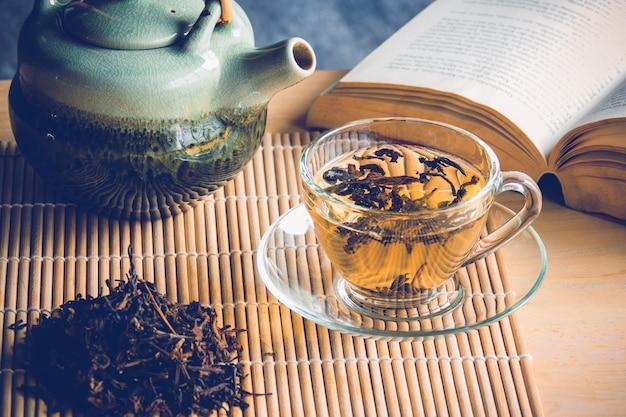 Chá e livro