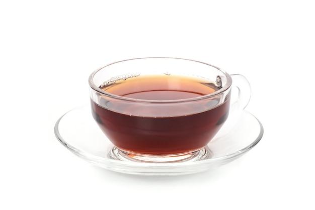 Chá em copo de vidro isolado no fundo branco
