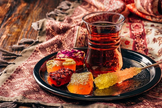 Chá em vidro armudu com deleite oriental