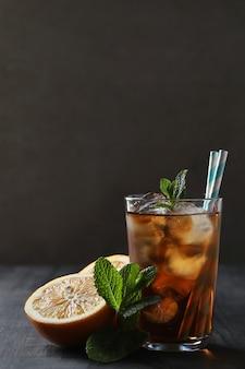 Chá gelado com hortelã