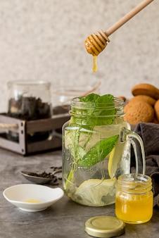 Chá gelado orgânico com mel
