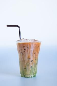Chá gelado tailandês misturado com chá verde