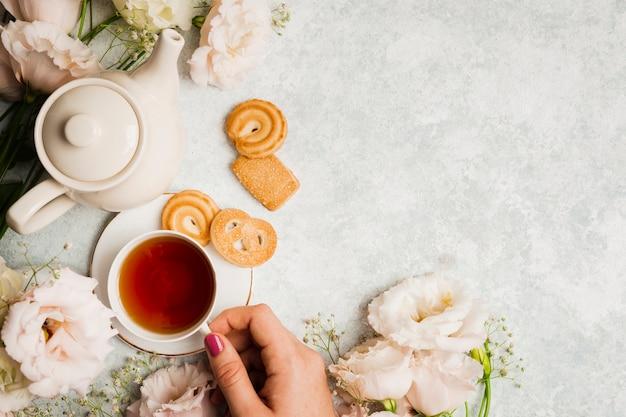 Chá inglês e sobremesa saborosa