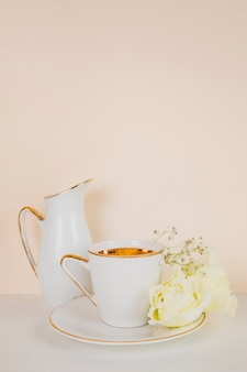 Chá inglês em composição elegante