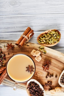 Chá masala com especiarias