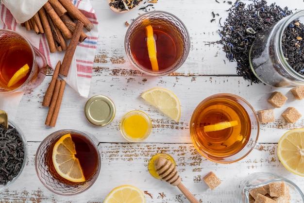 Chá natural de ervas com mel