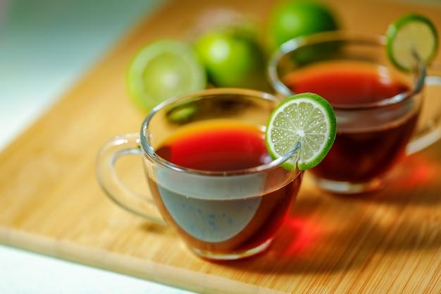 Chá preto, em, copo, com, limão
