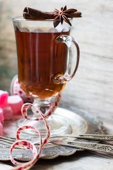 Chá quente com doces