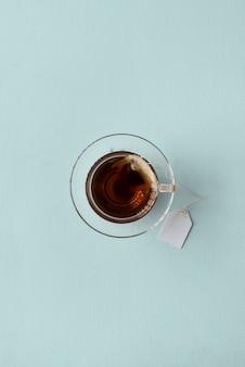 Chá quente e saudável com ervas saborosas