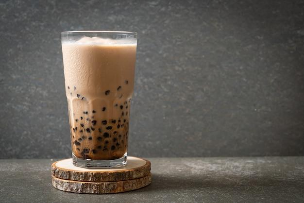 Chá saboroso de leite com bolhas ou chá de boba