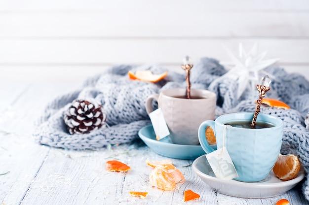 Chá tradicional da bebida do inverno com hortelã e tangerina.