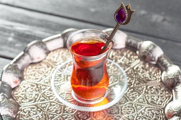 Chá turco em vidro tradicional
