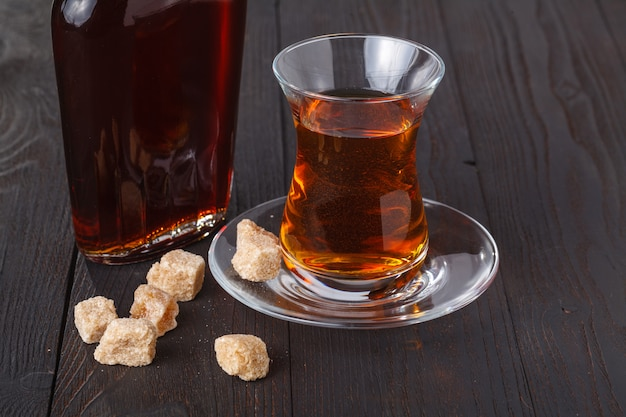 Chá turco tradicional com doces e frutas secas