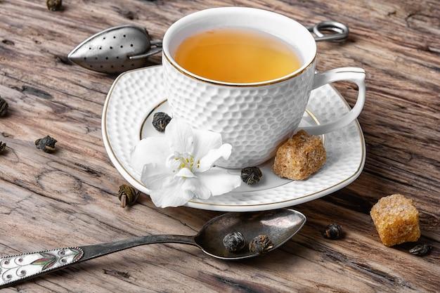 Chá verde chinês com jasmim