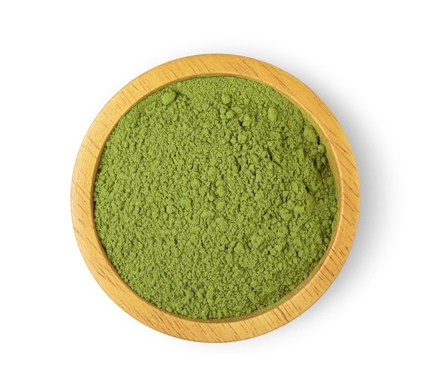 Chá verde em pó na tigela