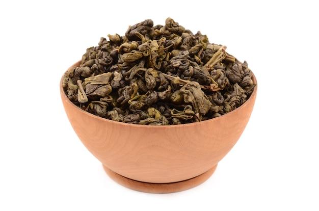 Chá verde em um fundo branco