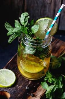 Chá verde gelado
