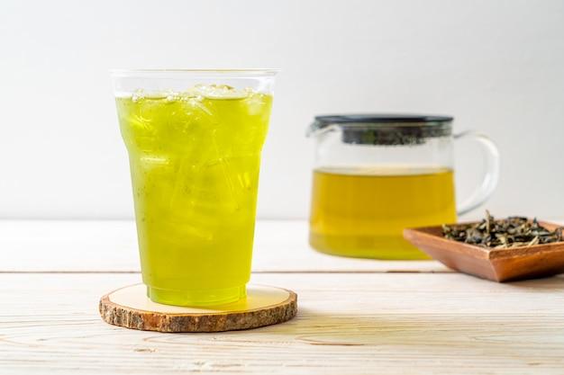 Chá verde japonês gelado