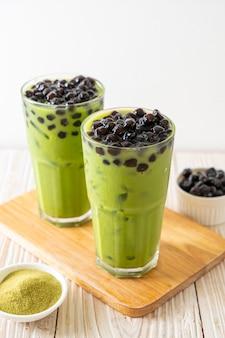 Chá verde matcha com leite com bolhas