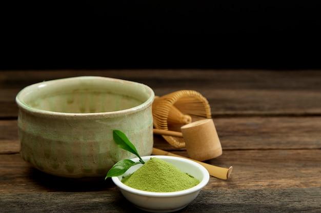 Chá verde matcha orgânico em uma tigela