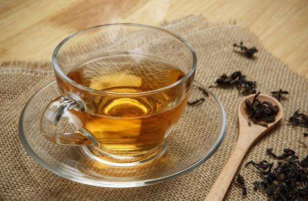 Chá vintage e chá de folhas em pano de saco de pano