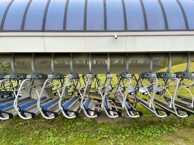 Chairlift fazendo fila quando não estiver em uso no verão