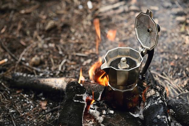 Chaleira na fogueira