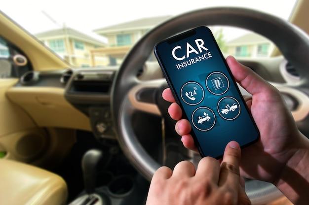 Chamada de motorista em smartphone para seguro de carro
