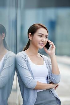 Chamando dama de negócios