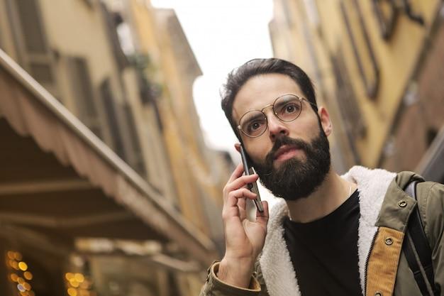 Chamando um amigo na cidade