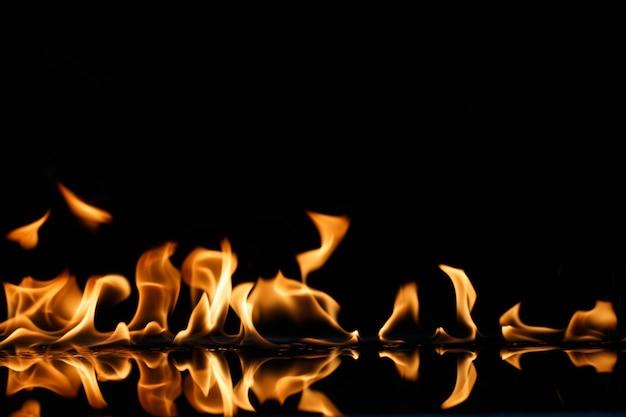 Chamas ardendo