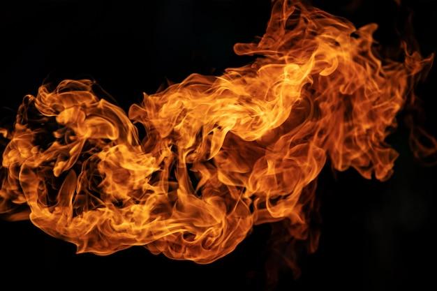 Chamas de fogo da explosão de gás