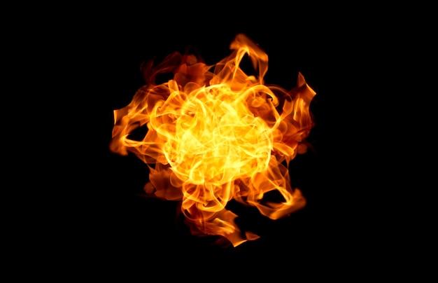 Chamas de fogo em um fundo preto