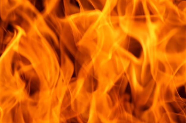 Chamas de fogo isoladas em um fundo preto