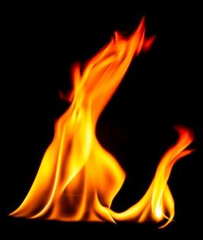 Chamas de fogo no fundo preto estimulação quente no coração