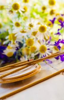 Chaminé varas aromáticas com perfume de flores