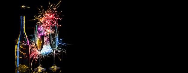 Champanhe festivo em faíscas multicoloridas de luzes
